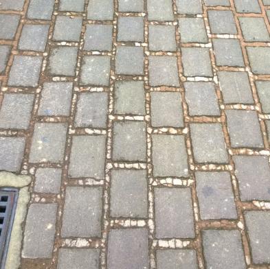 marciapiede via Miranese Mestre