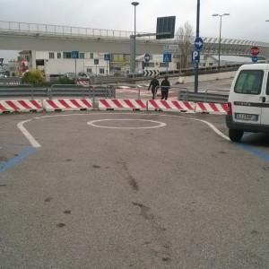 Massimo Meneghin ridere nel traffico
