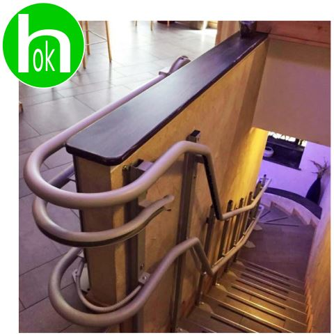Montascale al ristorante supera la barriera architettonica!