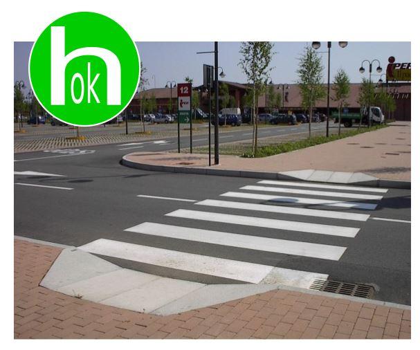 gli scivoli raccordano strada e marciapiede per conentire l'attraversamento pedonale